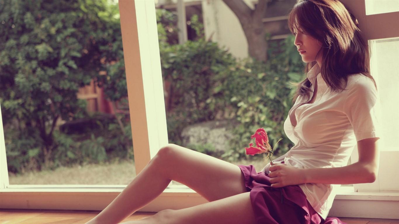 搜壁纸里面的这个性感美女叫什么名字?谢谢