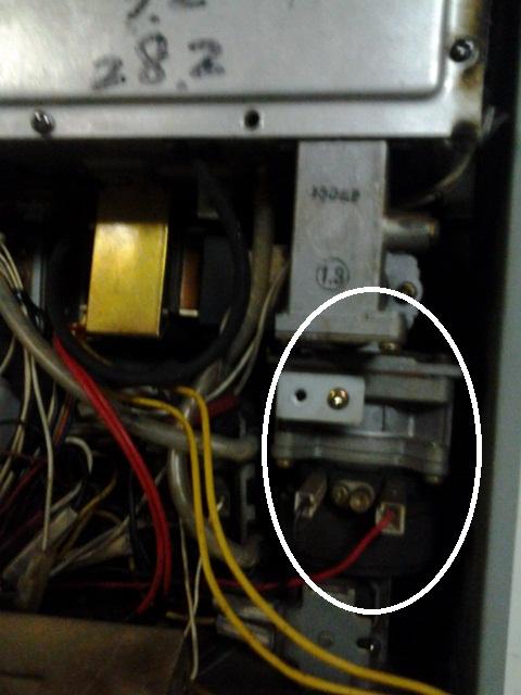 网上有没有图中这种日本强排热水器电磁阀卖或者相匹配的!图片