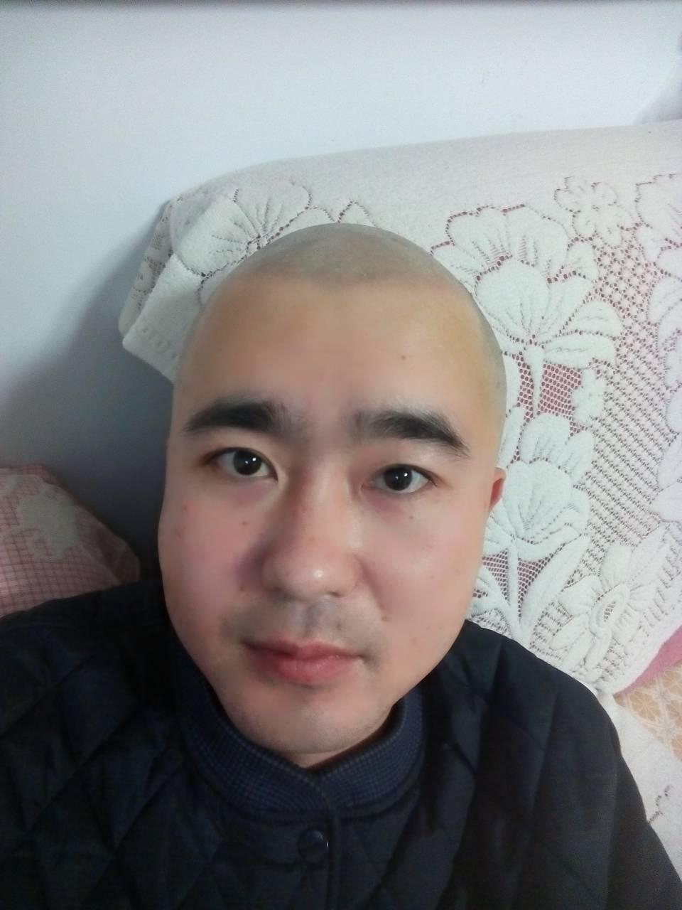 光头发型男图片