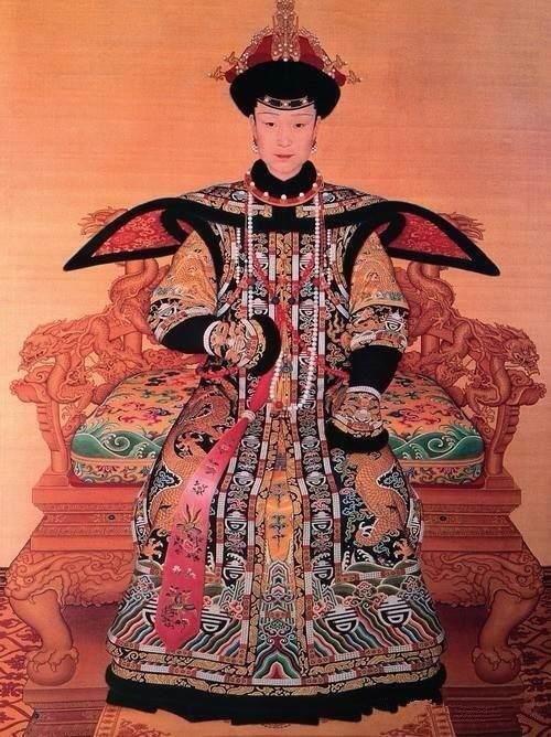 孝纯贤皇后 在历代清朝皇后年轻像里,富察氏是最漂亮的!图片