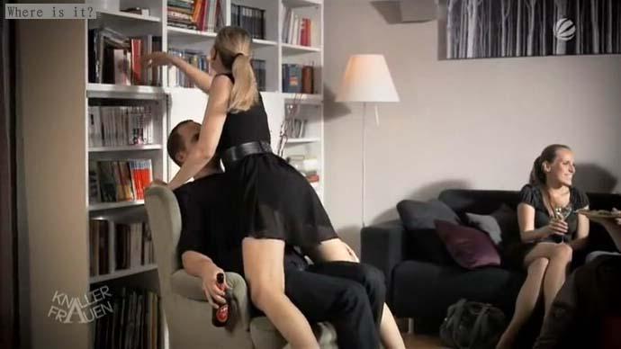 欧美喜剧女主角找内裤在沙发下求电影名字