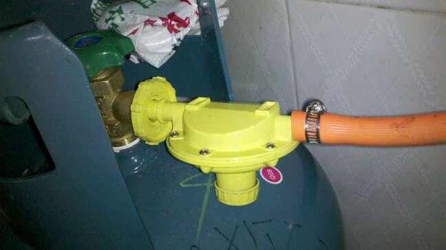 家用液化气罐同外面连接的那块铁是减压阀吗?图片