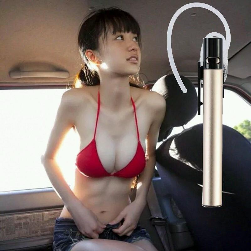 汽车妹凭借红衣爆乳照走红高清图片