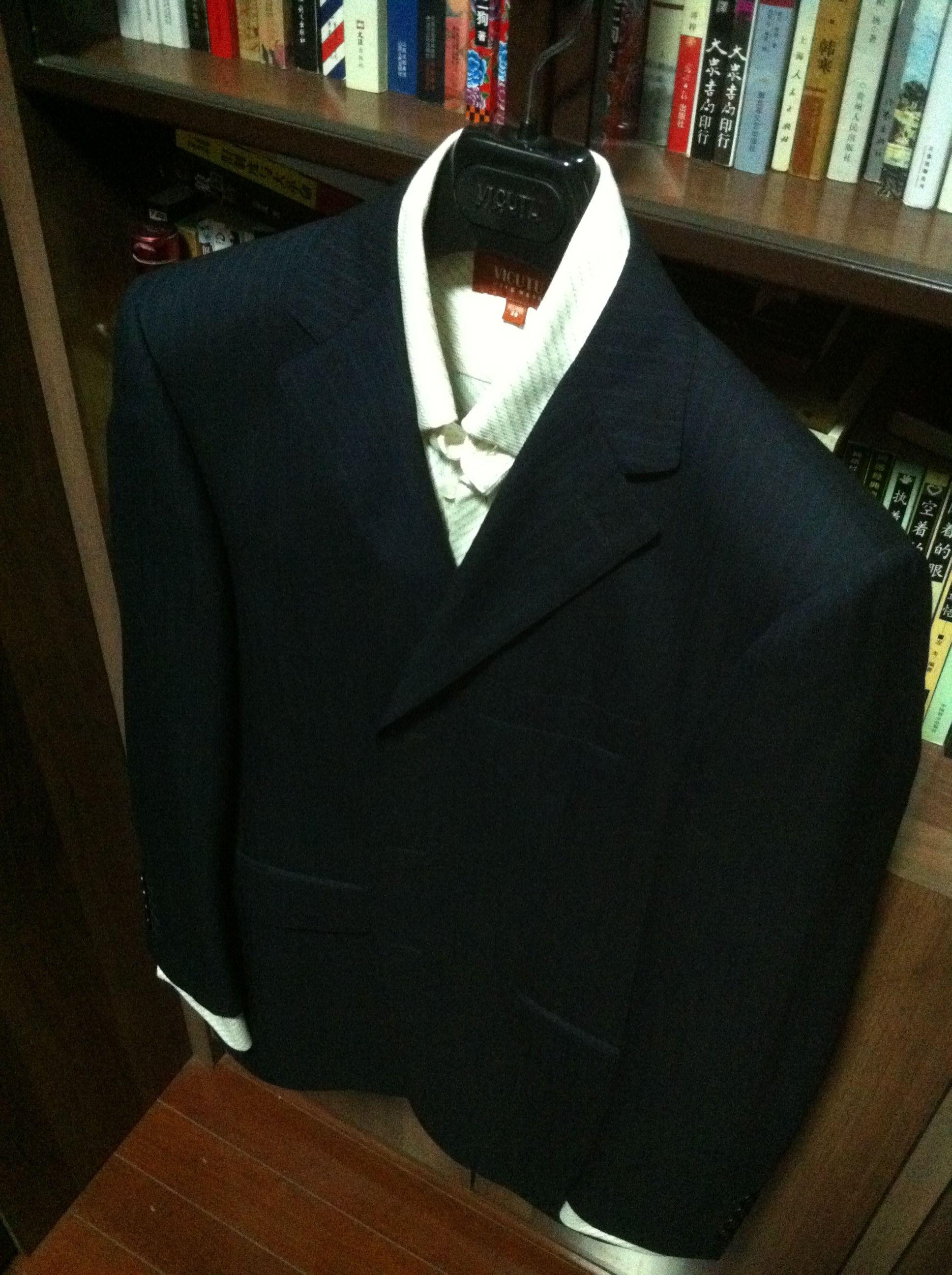 银灰色西装粉色衬衣搭配领带颜色 结婚新郎穿亮银灰色西服