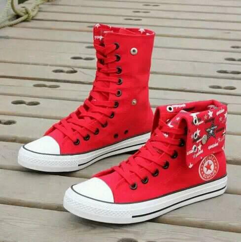 红色高帮帆布鞋搭配