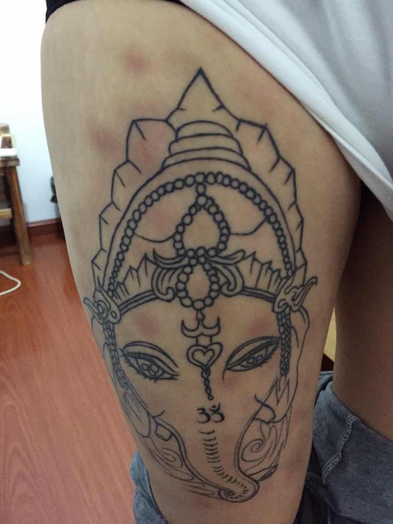 我这纹身纹了好久了,恢复以后就开始起红块图片