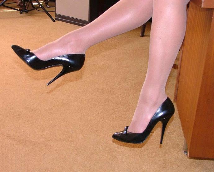 另外要注意穿超高跟鞋要选择质量过硬的品牌