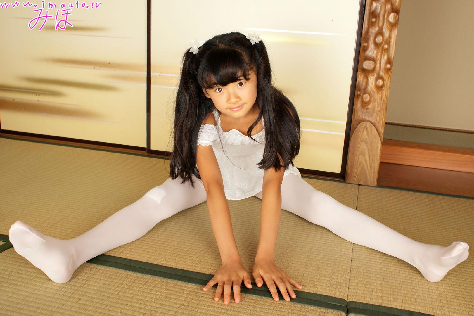 哪里有小女孩穿白色连裤袜的图片?相册也行