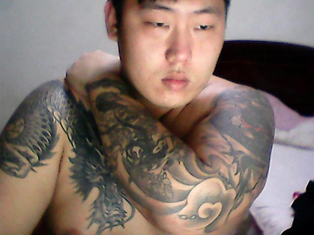 男生脖子前面纹身图片