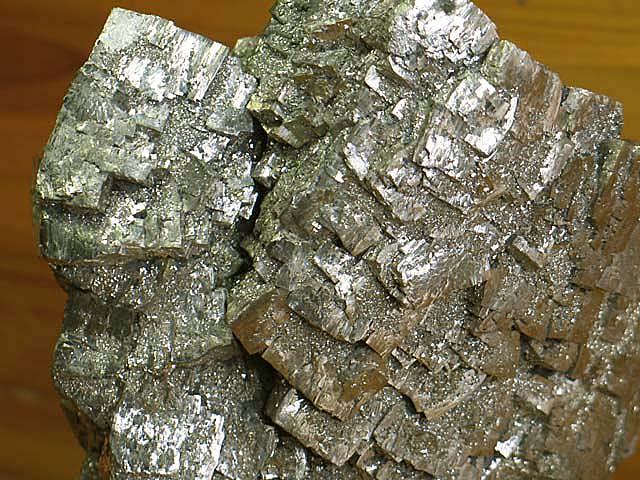 山片沟硫铁矿矿化地质特征及矿床成因分析