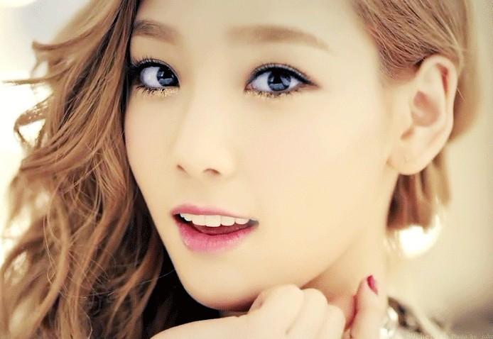 韩国组合少女时代的成员泰妍金泰妍