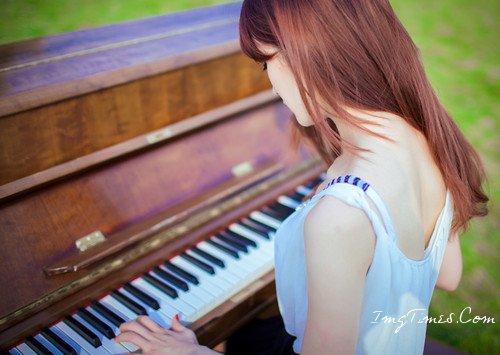 急需弹钢琴的女生qq头像