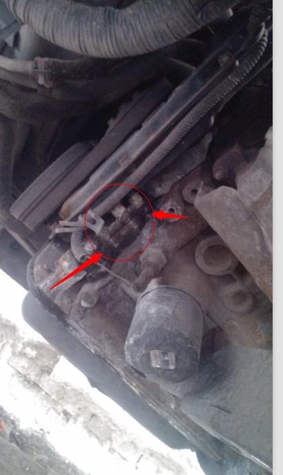 汽车水箱漏水 怎么办高清图片