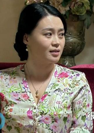 36岁杨晓燕近照曝光,乡村爱情性感女神发福,大长腿依旧吸睛