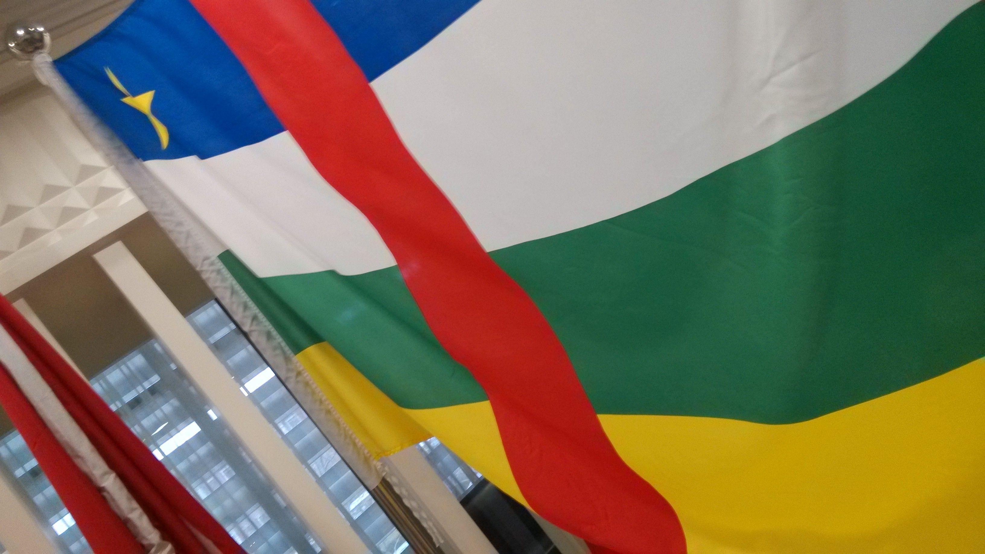 这个是哪个国家的国旗 哪个国家国旗是由红白蓝白红五个彩高清图片