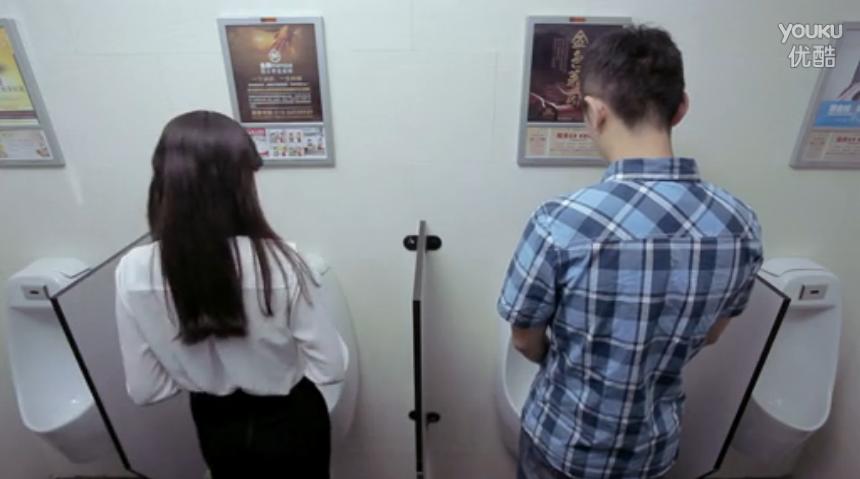 求一张男生女生一起上厕所的动漫图片