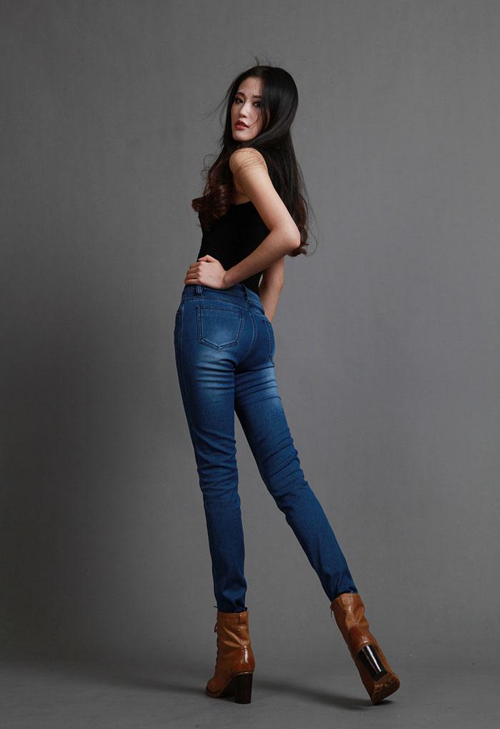 哪个女女发自己穿牛仔裤图片!