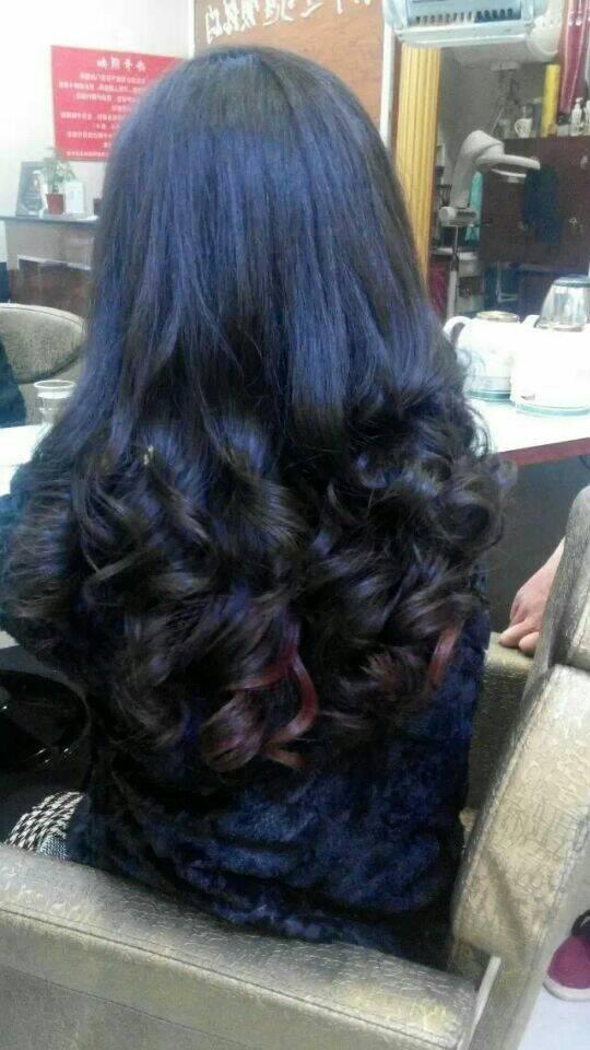 中分的水波纹造型,微卷的头发充_发型设计图片