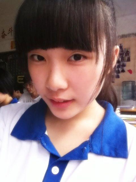 女生校花照片16岁女孩照片16岁女孩15 竖