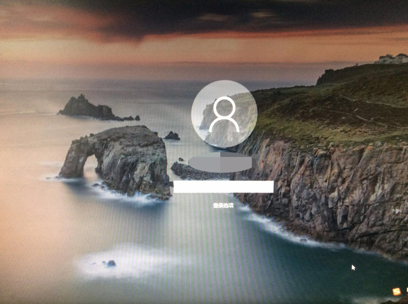 win10(一周年最新版)锁屏界面黑屏 用的是windows聚焦√ 但是点击一图片