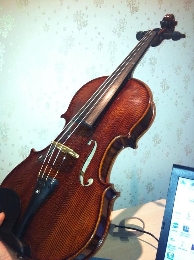 """拧小提琴琴弦时,琴码部位附近会发出""""咔哧""""的声响,可追加分数请不吝图片"""
