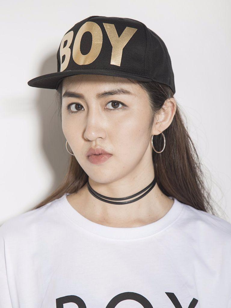 圆脸长发 棒球帽戴法:圆润的脸型适合立体感的帽子,能显下巴和鼻梁更图片