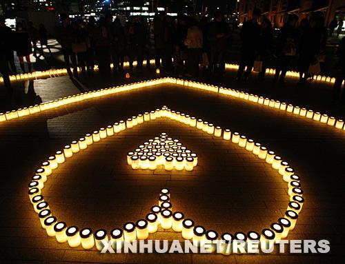一共用了1000根蜡烛,我数了一下,最里面实心的心形图案用了39根蜡烛.图片
