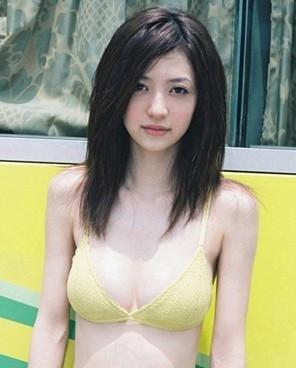 名字呢?应该是个日本妞