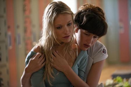 成人论里电影女同性恋_求部美国电影讲的是个女同性恋杀人狂喜欢女主,后来把