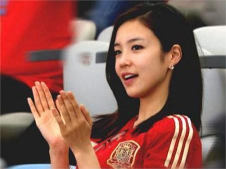 韩国sbs电视台的90后女主播张艺媛