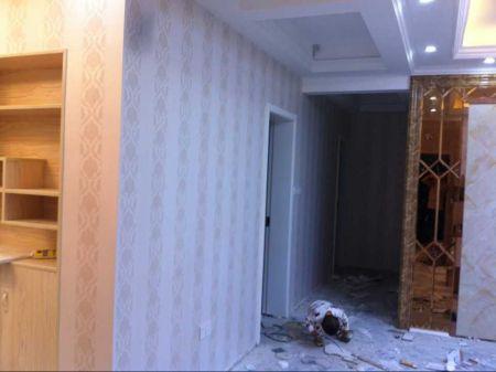 浅灰色墙纸,加上白色房门搭配什么颜色地板?