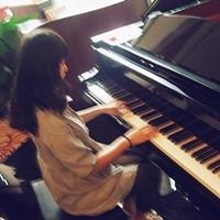 qq头像女生 背影弹钢琴