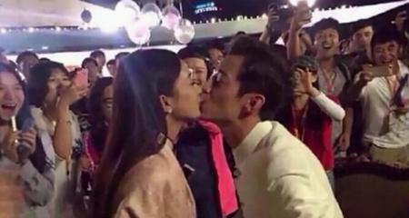 何炅和赵丽颖亲嘴了!难道谈恋爱了吗?图片