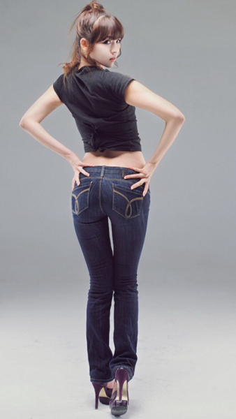求几张牛仔裤性感美女的图片