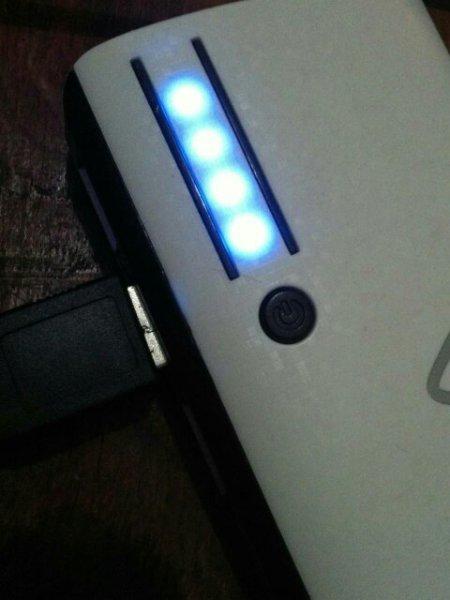 充电宝充了很久可是最后一个灯一直在闪,手机?蓝魅E2这是图片