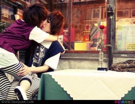 非主流qq接吻_非主流男女接吻图 (色)一点的