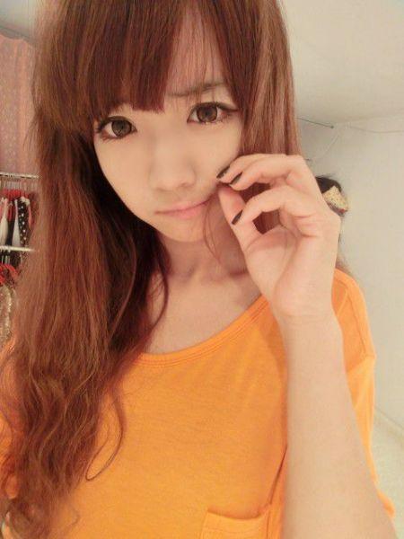 qq皮肤中经常出现的韩国女孩齐刘海长卷发是谁