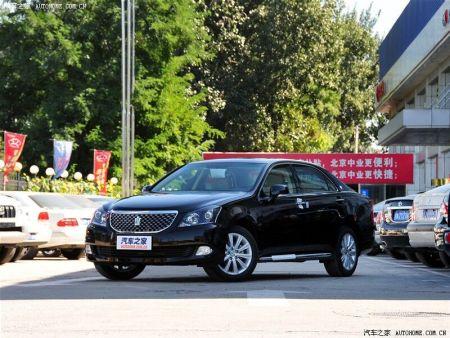 车头跟 宾利 有点像 进气 格栅 有个皇冠的标志是高清图片