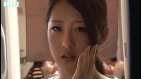 谁知道这个美女叫什么?
