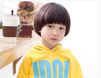 小男孩扁头适合什么发型图图片