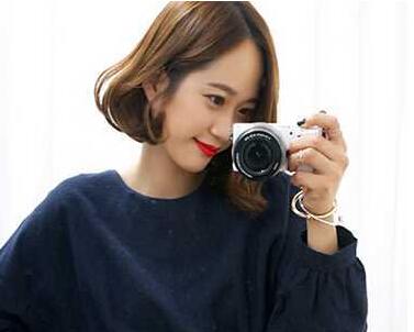 比较常见的韩式齐耳短发烫发,散发着光泽的发丝为这款短发加分不少图片