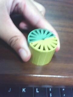把一个圆柱的底面平均分成若干个扇形,然后切开拼成一个近似的长图片