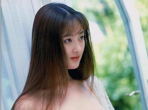 请问这个美女叫什么名字?见图片