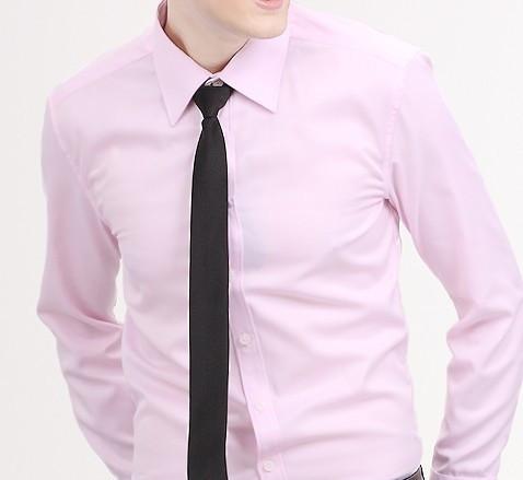 灰色的西服怎么搭配衬衣和领带或领结