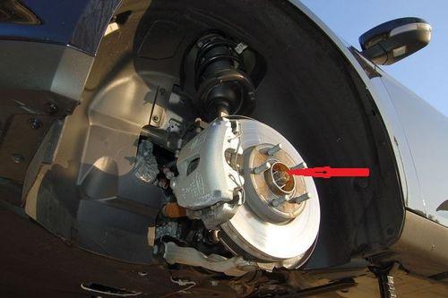 福克斯前轮轴承螺丝高清图片