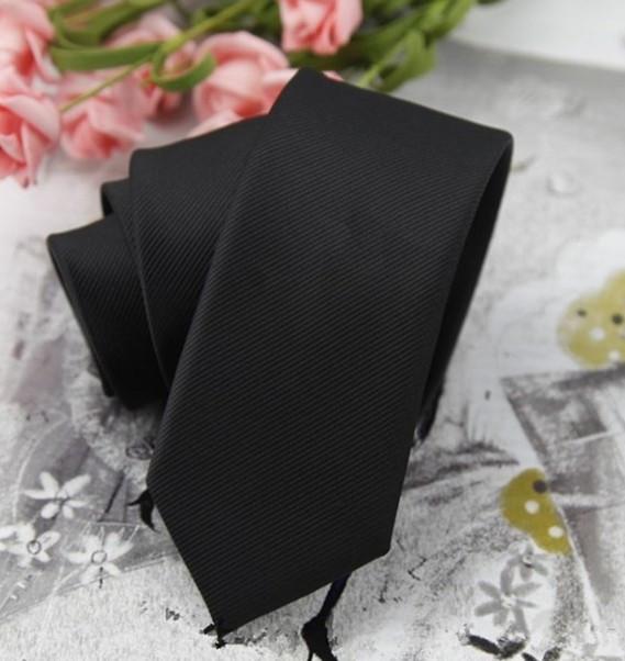 黑色的西服粉色的衬衫搭什么颜色款式的领带好看结婚用的