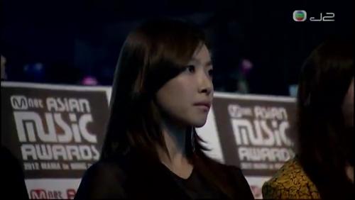 这是谁,我是在2012韩国mama颁奖典礼上看到的,是在trouble
