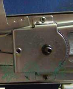 求老式家用缝纫机锁扣眼器内部结构图,以及使用时具体要注意的