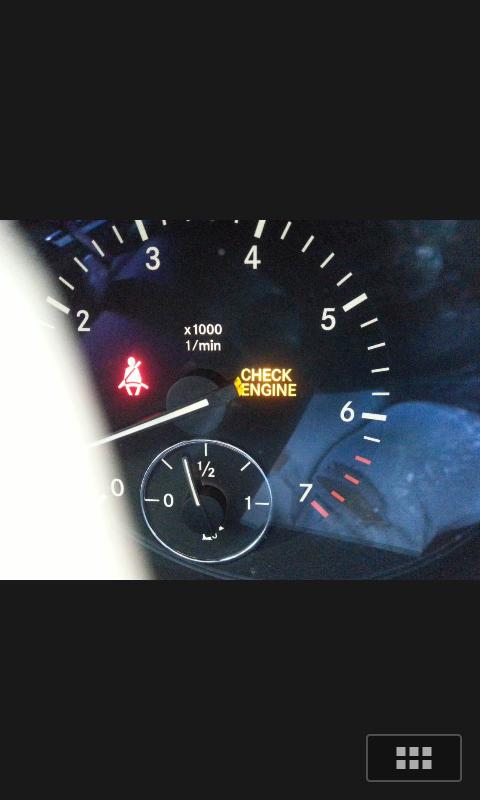 问下大家奔驰车出现这两个标志是什么意思