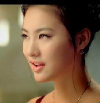 宝娜斯袜业广告视频里的美女是谁
